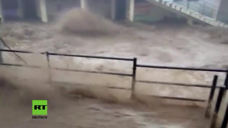 Reißende Fluten - Tödliche Überschwemmungen in Indien verursachen große Schäden