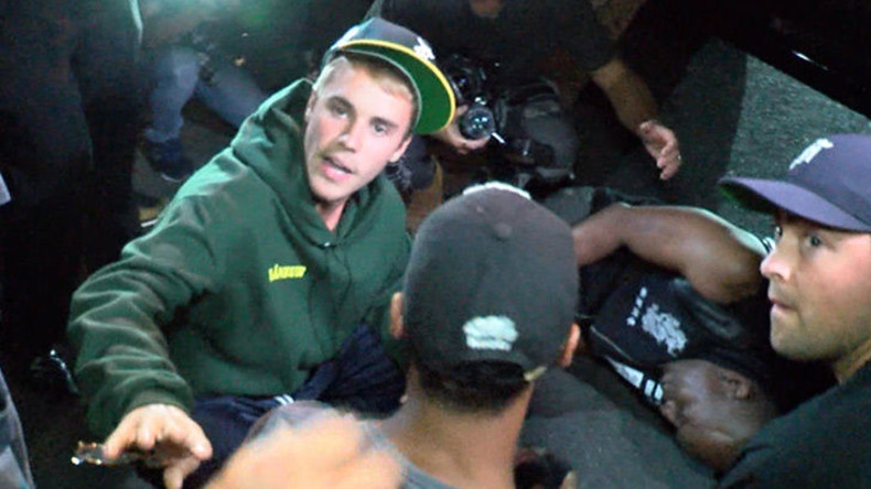 Justin Bieber fährt Fotografen mit seinem Pick-up-Truck nach Gottesdienst an