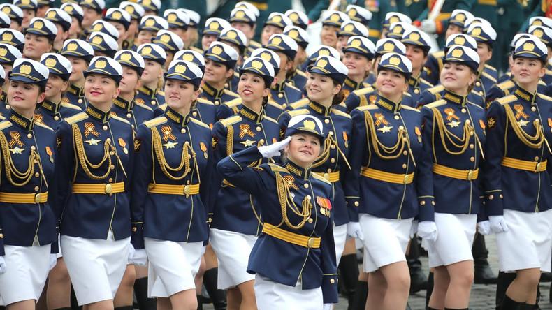Russische Menschenrechtsbeauftragte befürwortet allgemeine Wehrpflicht für Frauen in Russland