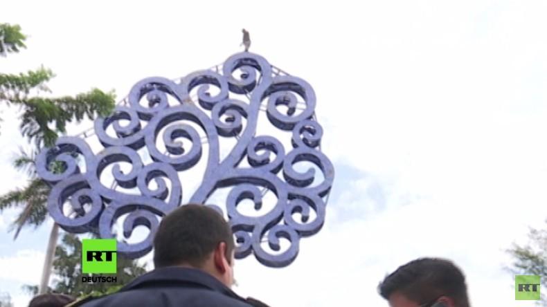 Nicaragua: Mann will sich von Baum des Lebens in den Tod stürzen und wird von Polizei gestoppt