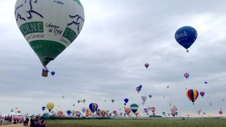 Weltrekord geschlagen: 456 Heißluftballons steigen auf einmal in den Himmel [VIDEOS]