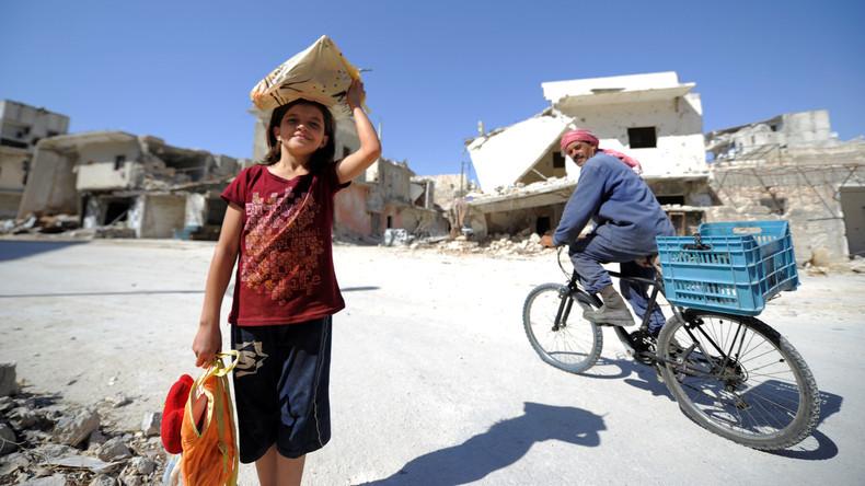 Russische Armeeangehörige versorgen syrisches Dorf mit humanitärer Hilfe