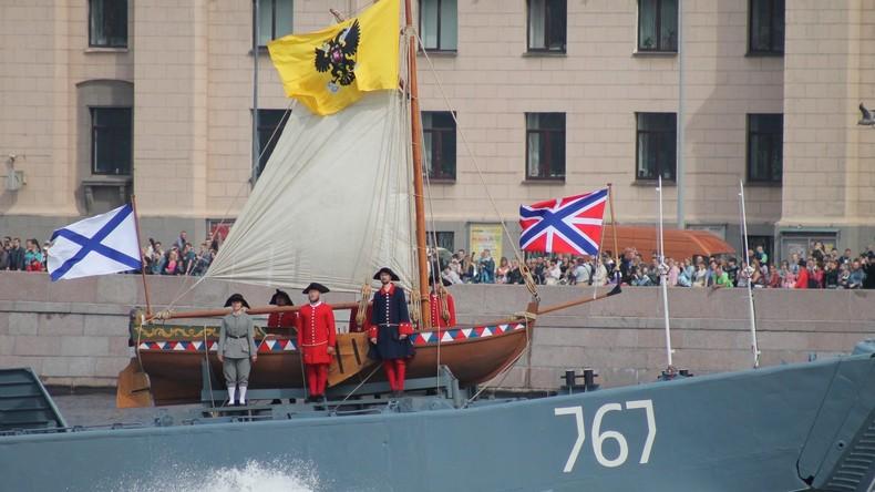 """LIVE: """"Tag der Marine"""" in Russland – Parade der russischen Marine in Sankt Petersburg"""