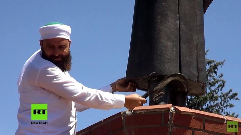 """""""Keine Götzenverehrung im Islam"""" - Mann beschädigt Atatürk-Statue in der Türkei"""