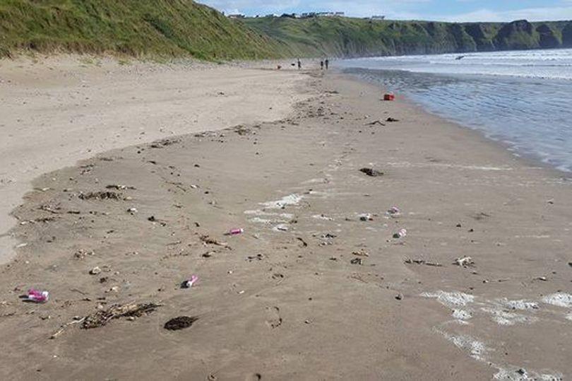 Verwitweter Brite wirft 2.000 Flaschen mit romantischen Briefen ins Meer um Liebe zu finden