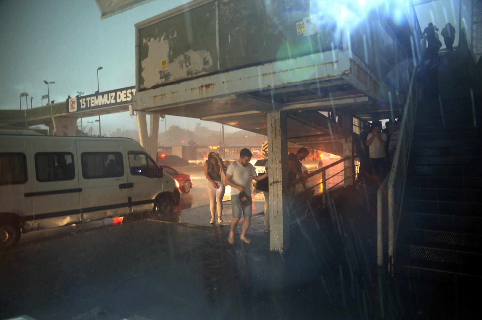 Verletzte und Hagelschäden nach heftigem Unwetter in Istanbul [VIDEO, FOTO]