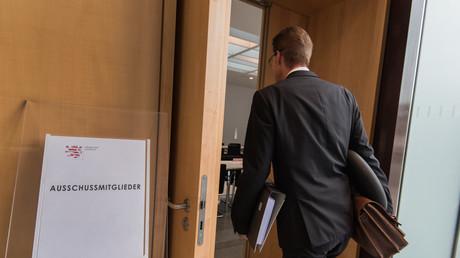 Nicht für jedermann zugänglich: Der Saal des NSU-Ausschusses im hessischen Landtags. Einen für den Ausschuss angefertigten Bericht hat der Verfassungsschutz für 120 Jahre gesperrt.