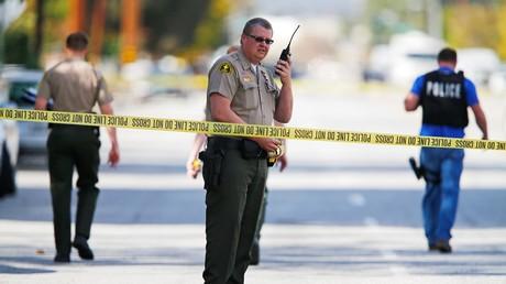 Polizisten sperren nach einer Schießerei den Tatort ab. Die Zahl der in den USA durch Schusswaffen getöteten Personen gleicht bürgerkriegsähnlichen Zuständen.