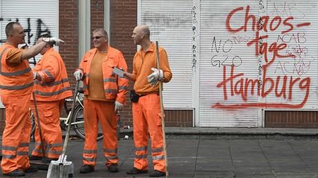 Die Stadtreinigung beseitigt die Folgen der Randale, Hamburg, 8. Juli 2017.