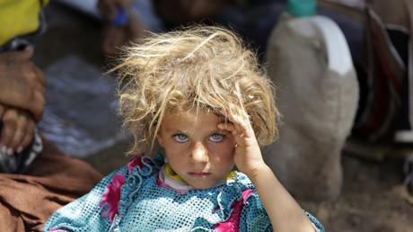 Ein jesidisches Mädchen, das vor dem Krieg geflohen ist.