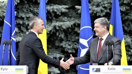 NATO-Generalsekretär Jens Stoltenberg und ukrainischer Präsident Petro Poroschenko in Kiew am 10. Juli 2017