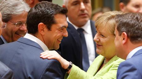 Gute Stimmung drinnen, Krawalle draußen: Der griechische Ministerpräsident Alexis Tsipras und Bundeskanzlerin Angela Merkel während des G20-Gipfels.