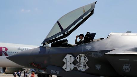Ein Pilot im Cockpit einer Lockheed Martin F-35: Auf der 52ten Pariser Luftshow pries der Rüstungskonzern den Europäern seine neuste Waffe an, Paris, 18. Juni 2017.