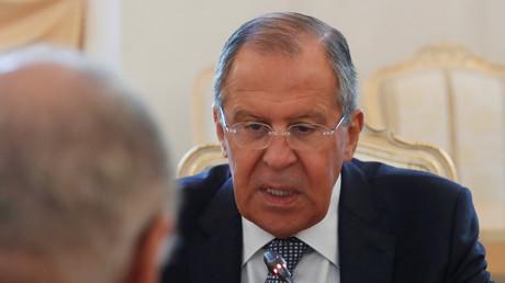 Der russische Außenminister Sergej Lawrow bei einem Gespräch mit dem Vorsitzenden der Arabischen Liga  in Moskau,  5. Juli 2017.