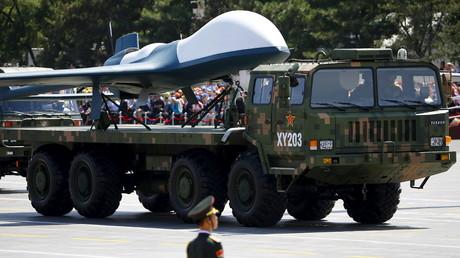 Zum 70ten Jahrestag des Ende des Zweiten Weltkriegs präsentiert die chinesische Armee ihren neuesten Exportschlager auf dem Tiananmen-Platz: Bewaffnete Drohnen made in China, 3. September 2015.