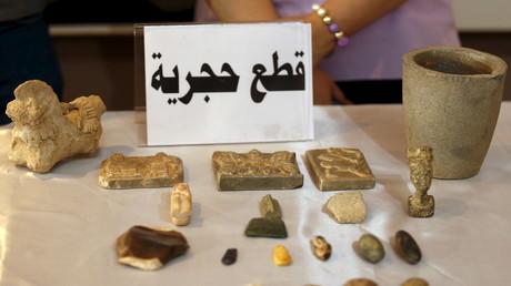 Durch den Islamischen Staat gestohlene archäologische Schätze des Irak, präsentiert in Bagdad, 15. Juli 2015.