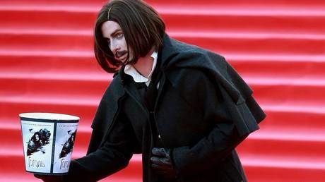 Ein als Nikolai Gogol verkleideter Schauspieler bei der Eröffnung der Moskauer Filmfestspiele. Gogol stand in der klassischen russischen Literatur für die russisch-kleinrussische Identität.