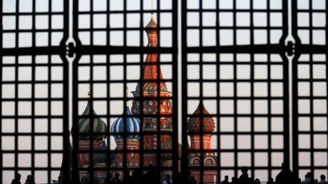 Mit neuen Sanktionen will Washington Russland vom europäischen Energiemarkt aussperren. Die Europäische Union erwägt Vergeltungsmaßnahmen, da auch EU-Firmen von den Sanktionen betroffen sein könnten.