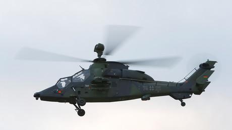 Ein Tiger-Kampfhubschrauber der Bundeswehr während einer Flugdemonstration in Grafenwöhr. (Symbolbild)