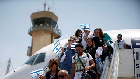 Jüdische Einwanderer aus Frankreich kommen am Ben Gurion Flughafen nahe Tel Aviv an, Israel, 20. Juli, 2016.