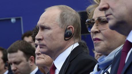 Der russische Präsident bei der Taufe eines neuen russischen LNG-Tankers, der nach  Christophe de Margerie, benannt ist, dem ehemaligen Total-Chef, St. Petersburg International Economic Forum, 3. Juni 2017.