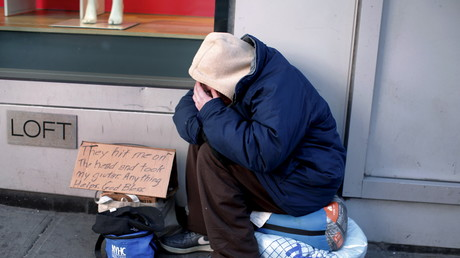 In den USA sind laut Schätzungen über eine Million Menschen von Obdachlosigkeit betroffen. Viele müssen betteln, um zu überleben. Die Polizei in Cheyenne empfiehlt, Bettlern kein Geld zu geben.