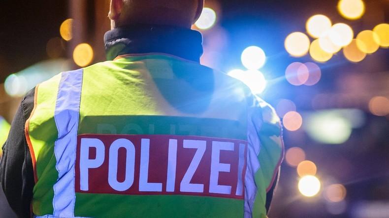 Autobahn 5: Lastwagen prallt an Stau-Ende gegen Gefahrguttransporter