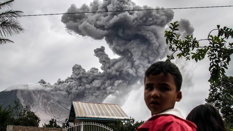 Vulkan auf Sumatra spuckt kilometerhoch Asche