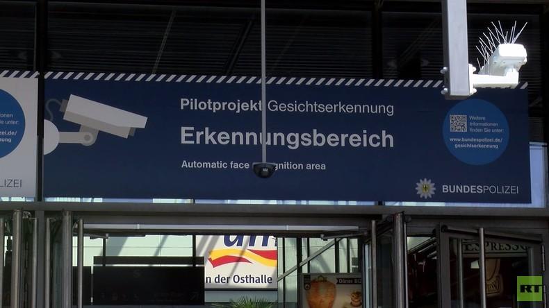Berlin: Demonstration gegen Gesichtserkennungstechnologie am Bahnhof Südkreuz