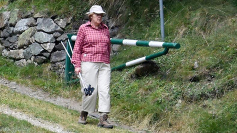 Stabilität à la Merkel: Bundeskanzlerin bleibt ihrer Urlaubskleidung fünf Jahre in Folge treu