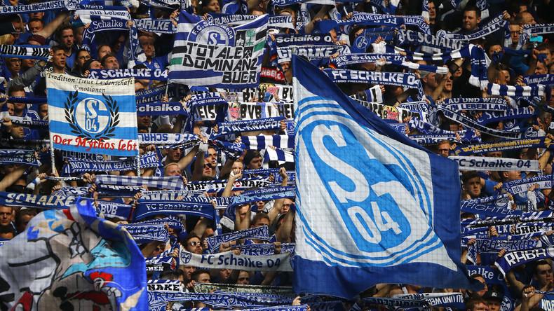Spanischer FC lässt sich von Schalke 04 durch spektakuläres Eigentor besiegen [VIDEO]