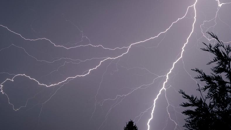 USA: Mann auf Rollfeld von Blitz getroffen [VIDEO]