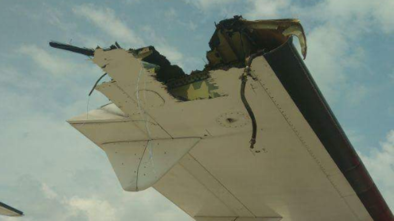 Zwei Maschinen stoßen in Indonesien mit Tragflächen zusammen