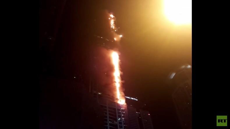 Dubai: Feuer im Wolkenkratzer - Brennende Fassadenteile regnen wieder vom Torch Tower