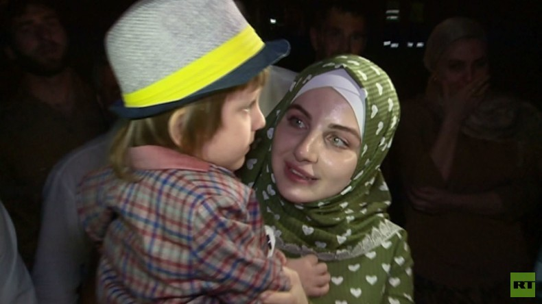 Russland: Vom Vater zum IS entführtes Kleinkind wird seiner Mutter zurückgebracht