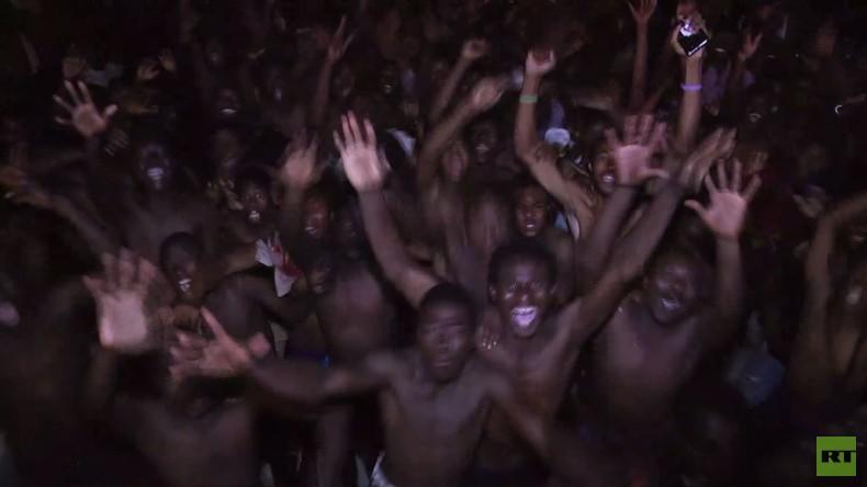 Spanische Exklave: 300 Migranten überwinden Grenze nach Ceuta und feiern ausgelassen