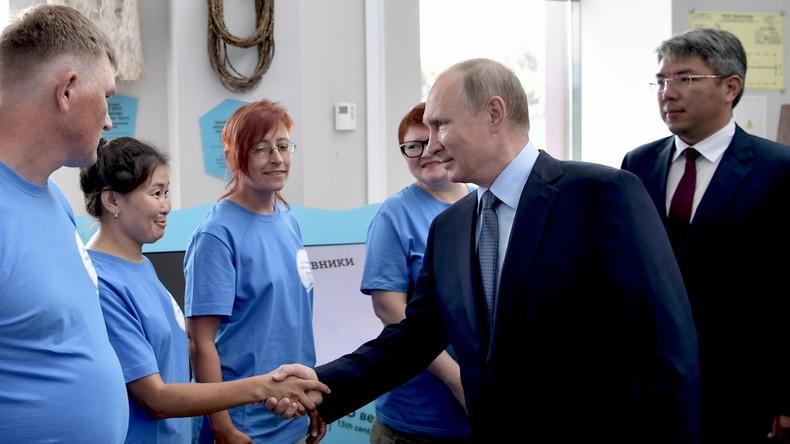 Putin deutet erstmals Kandidatur bei Präsidentschaftswahl 2018 an