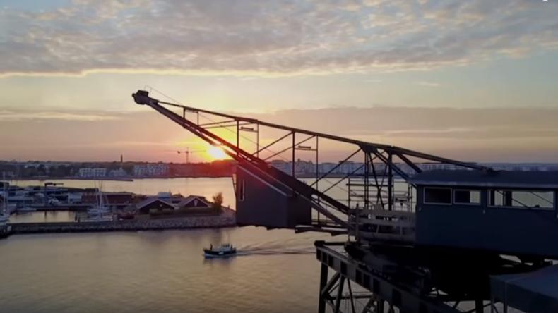 Ladekran in Dänemark in Luxus-Hotel mit Spa-Zone verwandelt [VIDEO]