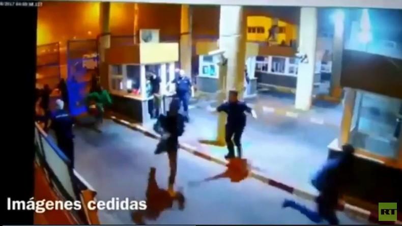 Ceuta: Der Moment als Migranten den marokkanisch-spanischen Grenzübergang stürmten