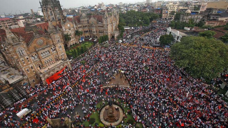 Hunderttausende demonstrieren in Mumbai für Förderung der Kriegerkaste
