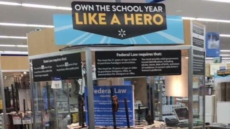 """""""Meister das Schuljahr wie ein Held"""": Walmart soll in den USA Waffen zum Schulbeginn angeboten haben"""