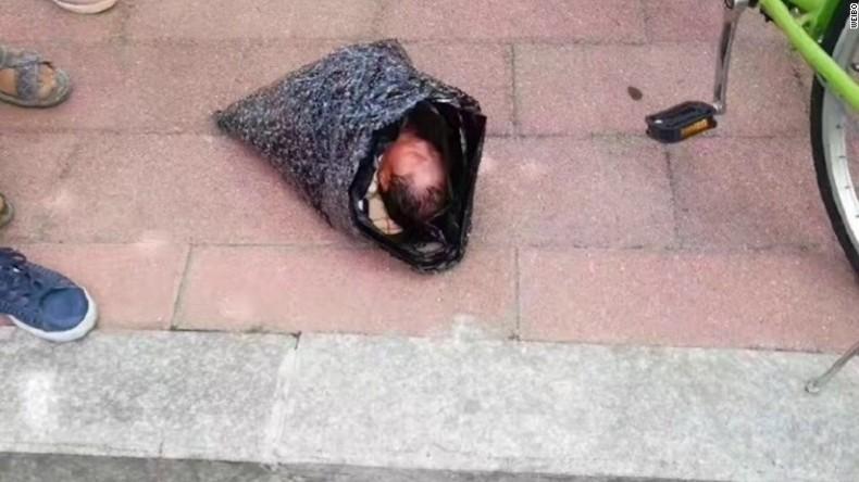 Baby in Plastiktüte: Chinesin schickte ihr Kind mit Kurierdienst in Kinderheim