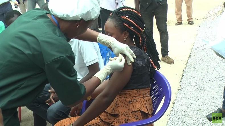 Guinea: Erste Bürger werden mit russischem Ebola-Impfstoff versorgt