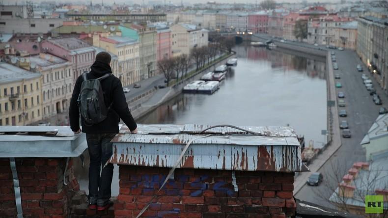 Einmal in Russland: Der Roofer aus der Metropole - Sankt Petersburg aus der Vogelperspektive