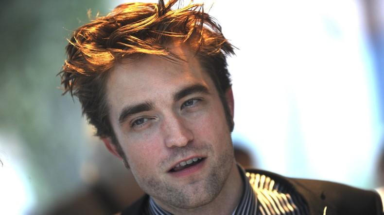 Nicht vom Blut allein: Twilight-Star Robert Pattinson dreht Suche nach einem Hotdog [VIDEO]