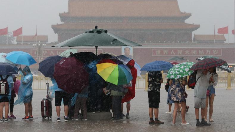 Pekinger Airport streicht über 1.000 Flüge wegen Regenfälle