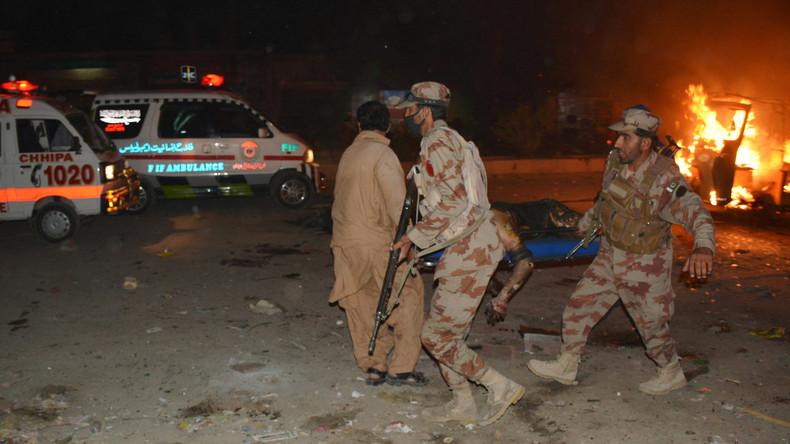15 Menschen sterben bei Bombenanschlag auf pakistanische Soldaten