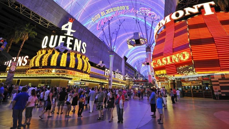 Ferien in Las Vegas: Tourist setzt drei Dollar bei Automatenspiel und gewinnt 11,8 Millionen