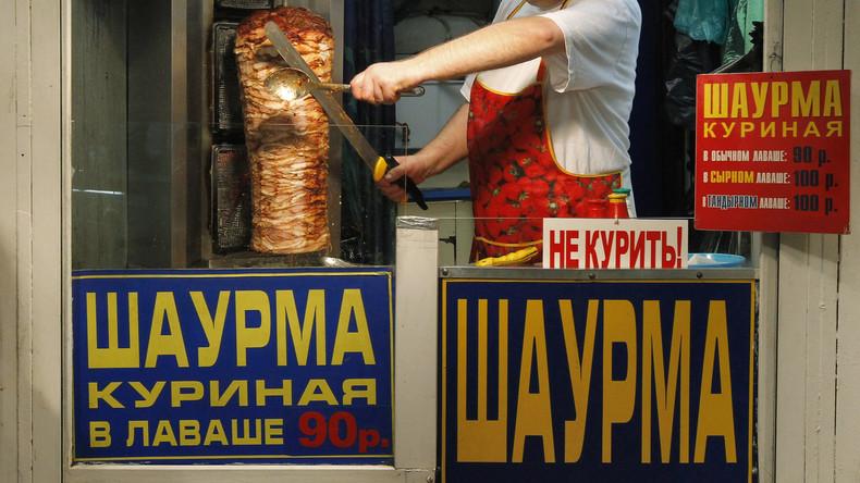 Hunger wartet nicht:  Russischer Koch-Profi rollt Schawarmas im Highspeed-Tempo auf [VIDEO]