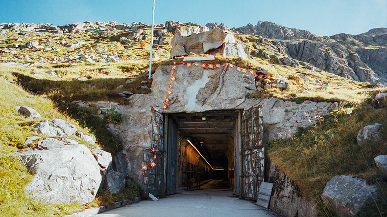 Geheimer Bunker aus Zweitem Weltkrieg in Schweizer Alpen [FOTOS]